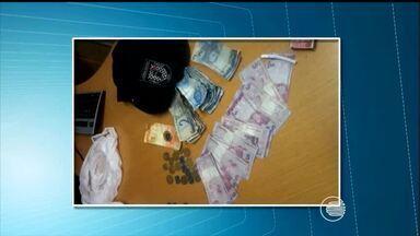Polícia prende dupla após compras com dinheiro falso em Teresina - Suspeitos disseram que teriam comprados as notas de outra pessoa.Os dois foram denunciados por um comerciante desconfiou da atitude.