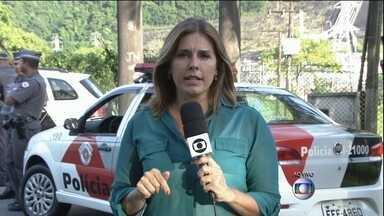 Protesto bloqueia a Rodovia Anchieta (SP) - A Polícia Militar interrompeu o trânsito na pista em direção a São Paulo para evitar uma manifestação na rodovia.