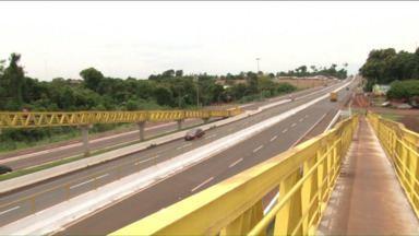 Depois de um ano, obras na BR-163 na região de Marechal Cândido Rondon ficam prontas - Foram mais de 50 acidentes até que a travessia na BR-163 ficasse pronta. Agora, está mais seguro para o pedestre ir de um lado para o outro pela passarela.