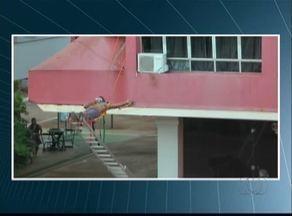 Homem é socorrido por Bombeiros após ser eletrocutado no centro de Palmas - Homem é socorrido por Bombeiros após ser eletrocutado no centro de Palmas