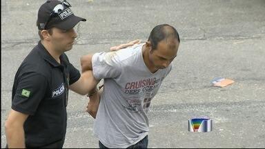 Suspeito de matar pai com golpes de enxada e facão é preso em São José - Crime foi na madrugada de domingo (25) após discussão em Taubaté. Uma ameaça do pai contra a mãe do suspeito teria motivado o crime.