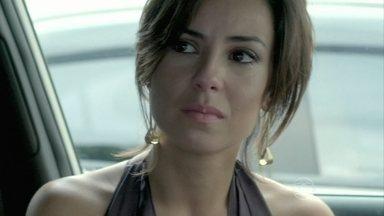 Clara dá um ultimato em Vicente - Chef não consegue se declarar para a designer e fica emocionado ao se reaproximar de Cristina. Cláudio cuida dos detalhes da festa e Beatriz se prepara para receber Magnólia e Severo em sua casa