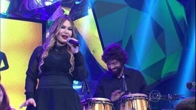 Rosanah levanta a plateia do Altas Horas com grande sucesso - Cantora se apresenta com a música 'O amor e o poder'