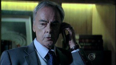Dr. Merival se surpreende com ligação de José Alfredo - Comendador disfarça quando advogado questiona o motivo do telefonema