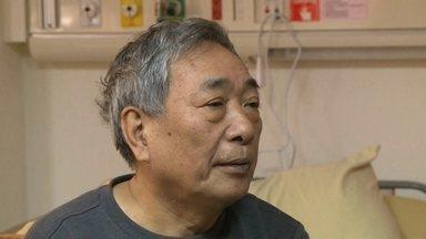 Homem de 72 anos vira herói ao salvar vidas em queda de avião em Taiwan - O senhor Huang, um dos passageiros do voo da TransAsia, conta que ao perceber algo estranho, ele decidiu toma ruma atitude que os manuais da aviação condenam.