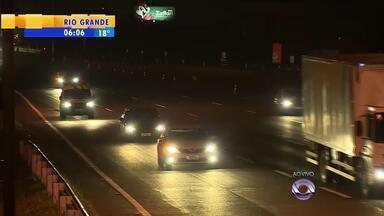 Mais de 35 mil veículos devem retornar das praias pela freeway para capital - No domingo (8), não houve congestionamento e a volta foi tranquila para os motoristas.
