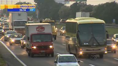 Trânsito: destaque para volta do litoral na manhã de segunda-feira (9) - A volta é de trânsito intenso, mas sem congestionamento.