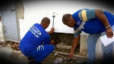 Regiões metropolitanas sofrem com desperdício de água em tempos de crise - O Rio de Janeiro produz cinco bilhões de litros de água tratada por dia. É o equivalente ao volume de duas mil piscinas olímpicas. Mas o desperdício é de 30%.