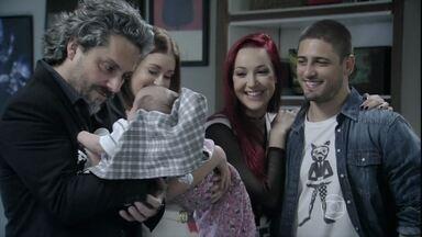 José Alfredo se emociona ao rever netos ao lado de Isis - Marta não perde a oportunidade de alfinetar a amante do marido