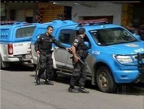 Polícia faz operação em comunidade de Cabo Frio, RJ, após morte de PM - Ônibus pararam de circular durante a tarde.