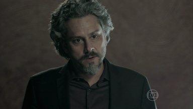 Zé Alfredo pergunta se Marta é cúmplice de Merival - Comendador volta para casa e encontra a esposa acordada