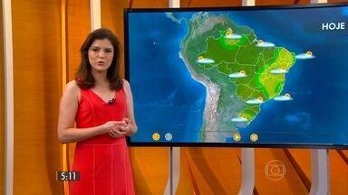 Confira como fica o tempo nesta quinta-feira (12) em todo o país - O dia começa quente, com temperatura na casa dos 21 graus, em São Paulo. Em Teresina, faz mais calor, com mínima prevista de 25 graus.