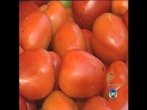 Alta nos impostos entra em vigor e preocupa consumidores - O aumento de impostos que entrou em vigor no dia primeiro de fevereiro, será que já chegou à feira livre? Como será que estão os preços das verduras, frutas e legumes?
