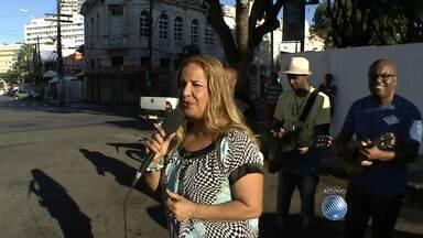 Rei Momo recebe chave da cidade e abre oficialmente o carnaval 2015 - O evento de abertura oficial do carnaval acontece no circuito Campo Grande, a partir das 19h. A cantora Sarajane e a banda Katulê falam sobre a festa. -