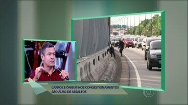 Especialista em segurança dá dicas contra a violência nas estradas - Carros e ônibus viram alvo de assaltos nos congestionamentos