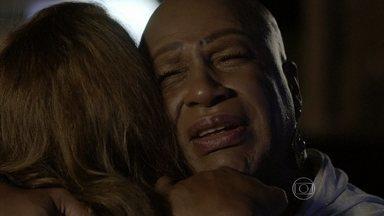 Xana chora ao lembrar-se do beijo de Naná e Antonio - Ela recebe o consolo de Cristina