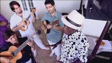 Velha Arte do Samba toca música que leva o nome da banda - Velha Arte do Samba toca música que leva o nome da banda, composta por Wanderley Monteiro