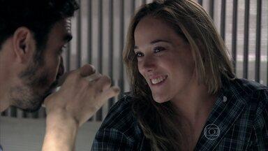 Amanda faz proposta de trabalho para José Pedro - Ela convida o amado para ser seu sócio no 'food truck'