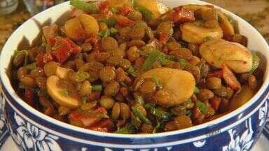 Prato Feito: Fernando Kassab traz receita de salada de lentilha com calabresa - Prato Feito: Fernando Kassab traz receita de salada de lentilha com calabresa