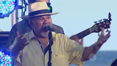 Os Fagundes cantam 'Querência Amada' em Tramandaí - Assista ao vídeo.