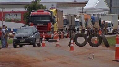 Semana foi marcada por protestos dos transportadores de cargas no Brasil - Tráfego na BR-163 foi bloqueado em pelo menos 4 pontos, na região que mais produz grãos em Mato Grosso. Entre os motivos do protesto, os elevados custos da atividade.