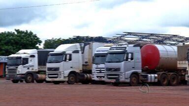 Em Tangará da Serra, região Oeste de MT, os caminhões também estão parados em protesto - Em Tangará da Serra, região Oeste de MT, os caminhões também estão parados em protesto