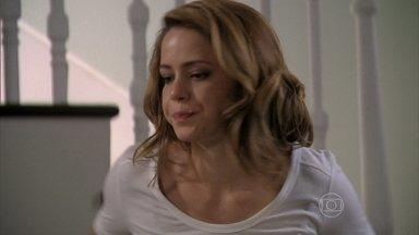 Cristina diz a Elivaldo que vai ao hospital saber de Cora - Cora segue sedada