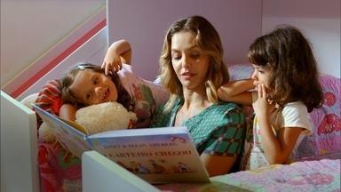 Contar histórias para crianças ajuda no desenvolvimento da linguagem - Se na hora de dormir, os pais contarem uma história para os filhos, ao menos duas vezes por semana, a criança vai conhecer mais de 500 contos até os 5 anos