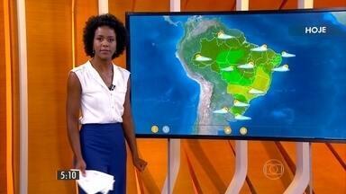 Confira como fica o tempo nesta segunda-feira (23) em todo o país - Devem ocorrer pancadas de chuva, típicas de verão, acompanhadas de trovoadas na faixa que começa no litoral de Alagoas, passa pelo norte de Goiás e vai até o Acre.
