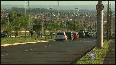 Semáforo começa a funcionar em avenida de Ribeirão Preto - Aparelho foi instalado na Avenida Hélio Lourenço que dá acesso ao Hospital das Clínicas.