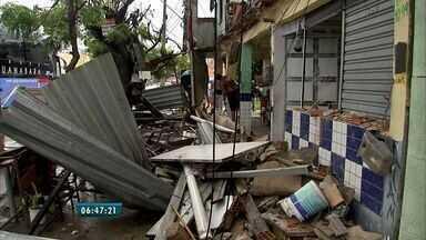 Chuva em Fortaleza causa desabamento, alagamentos e outros riscos - Até o meio dia desta quarta-feira (25), Defesa Civil recebeu cerca de 78 chamados.