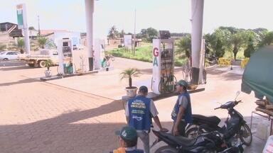 Procon fiscaliza postos de gasolina em Ariquemes - Procon fiscaliza postos de gasolina em Ariquemes.