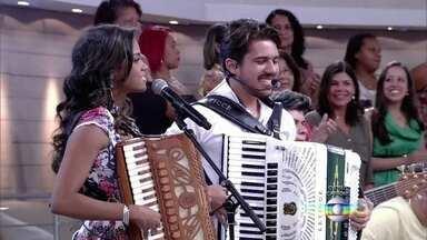Lucy Alves e Luan Forró Estilizado abrem o Encontro - Música anima o programa