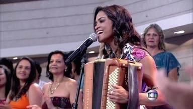 Lucy Alves e a banda Luan Forró estilizado cantam 'Amor a Perder de Vista' - Música anima os convidados e os apresentadores