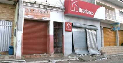 Bandidos explodem posto de atendimento bancário em Alagoinha, na Paraíba - O crime foi praticado pela mesma quadrilha que explodiu posto bancário em Pilões nesta semana.