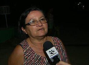 Postes estão sem lâmpadas há cerca de cinco anos no Loteamento Parque Real, em Caruaru - De acordo com a prefeitura do município, a responsabilidade pela iluminação é do loteador.
