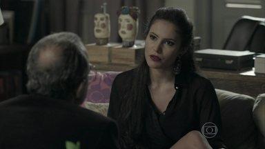 Carmen conta para Jonas que Salvador está escondido na casa de Xana - Dupla pretende sequestrar e explorar o pintor
