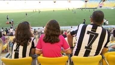 Botafogo se prepara para clássico contra o Flamengo no Maracanã com presença da torcida - Com clima diferente, equipe do Botafogo se prepara para clássico no dia da comemoração do aniversário da cidade do Rio de Janeiro