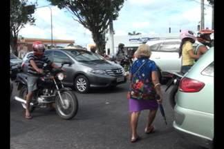 Acompanhe algumas dificuldades que pessoas enfrentam ao sair de casa - Reportagem registrou os flagrantes e imprudências de motoristas e pedestres.