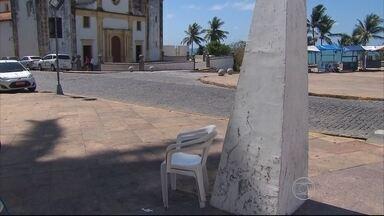 Homem é assassinado com golpes de facas no Alto da Sé, em Olinda - De acordo com comerciantes, posto policial estava fechado no momento do crime.