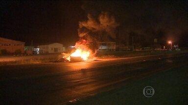 Semana começa ainda com protesto de caminhoneiros - Em Mato Grosso do Sul, os bloqueios se concentram em rodovias estaduais. E também há interdições no Paraná e em Santa Catarina.