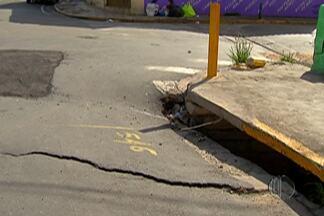 Moradores e comerciantes de Ferraz reclamam de interdição parcial na Avenida Santos Dumont - O problema é que uma parte do asfalto de uma ponte da via cedeu.