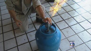 Bombeiros dão dicas de cuidados para manusear o botijão de gás - Gás encanado também pode ser perigoso. Veja quais os cuidados necessários.