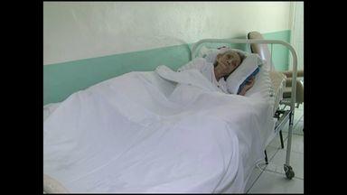 Idosa internada há mais de 120 dias morre em Piúma, no Sul do ES - Idosa foi internada após denúncia de maus tratos.