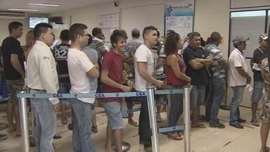 CEA desativa postos que funcionavam na rede Super Fácil em Macapá - A CEA desativou seus postos da rede Super Fácil. O resultado foi o congestionamento na central da companhia na Avenida Padre Júlio Maria Lombard.