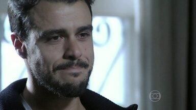 Enrico e Cláudio se despedem - Maria Clara liga para o ex-noivo