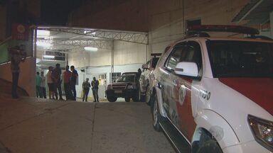 Dois policiais militares foram beleados em Campinas - Um PM foi baleada na noite de sexta-feira (6) nio bairro Itatiaia enquanto trabalhava.Um outro policial levou um tiro no rosto quando estava em uma loja no bairro Bonfim.