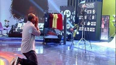 Julio Cezar se emociona com prêmios do Mandando Bem - Porteiro e idealizador do Jacaré Modas ganha estúdio para produzir fotos e desfiles