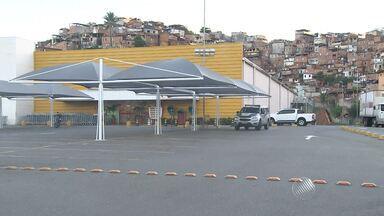 Bandidos explodem caixa eletrônico em supermercado na Avenida San Martin, em Salvador - Criminosos fugiram; quantia levada não foi informada.