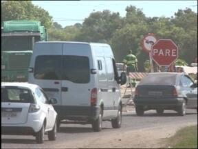 Trânsito será novamente desviado em trecho da BR-116 - Os veículos vão precisar trafegar pela Avenida Três de Maio